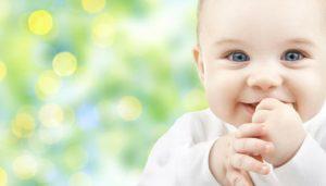 Atasi muntah susu bayi